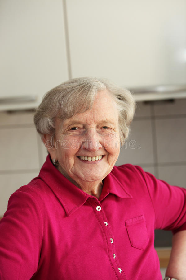 Senhora idosa Com Bonito Sorriso foto de stock royalty free