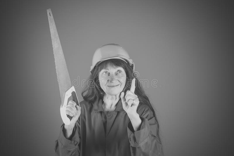 A senhora idosa com viu no fundo azul fotografia de stock royalty free