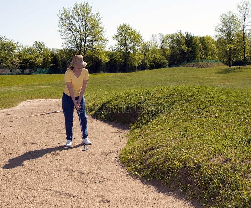 Senhora Jogador de golfe Penalidade Curso foto de stock royalty free