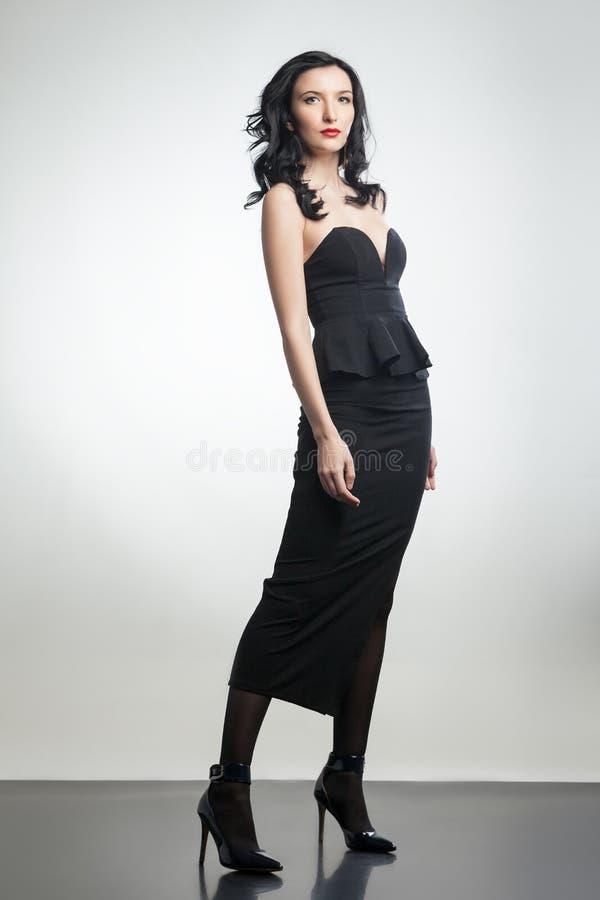 Senhora lindo que veste o espartilho e a saia pretos imagem de stock royalty free