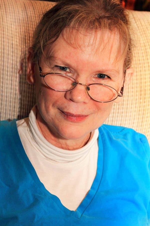Senhora mais idosa de sorriso imagens de stock royalty free