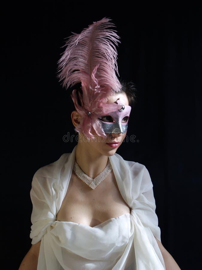 Senhora na máscara com pena fotografia de stock royalty free