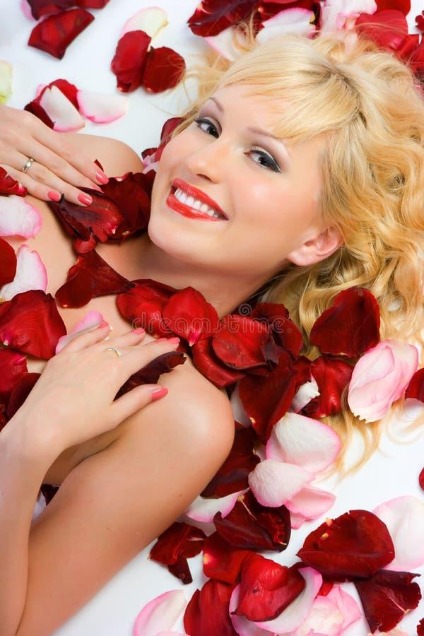 Senhora nas rosas imagens de stock