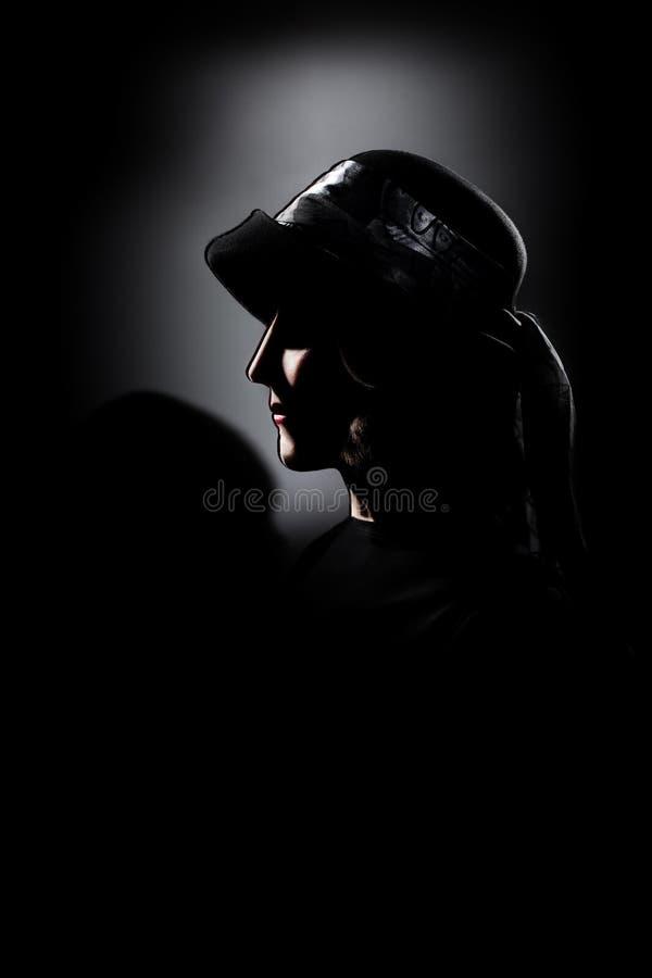 Senhora no retrato da obscuridade da mulher da escuridão. imagens de stock