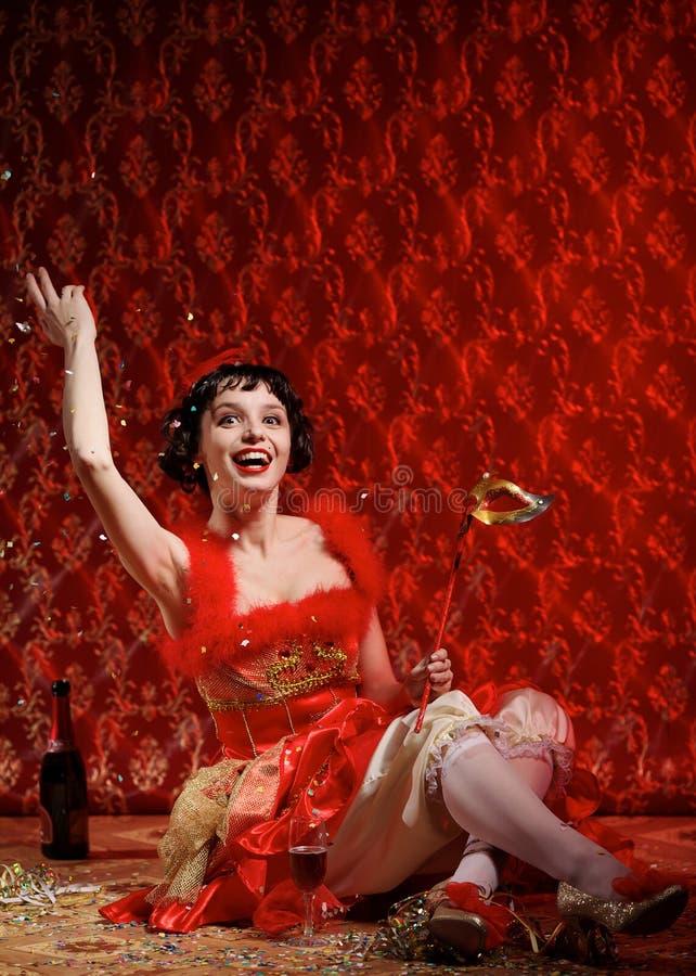 Senhora no vestido vermelho no carnaval fotografia de stock royalty free
