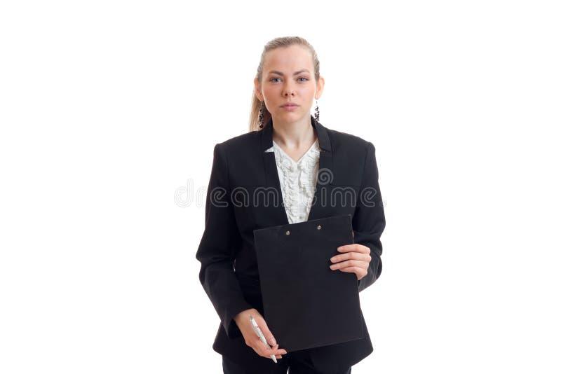 Senhora nova do negócio no terno preto que guarda uma tabuleta fotos de stock royalty free