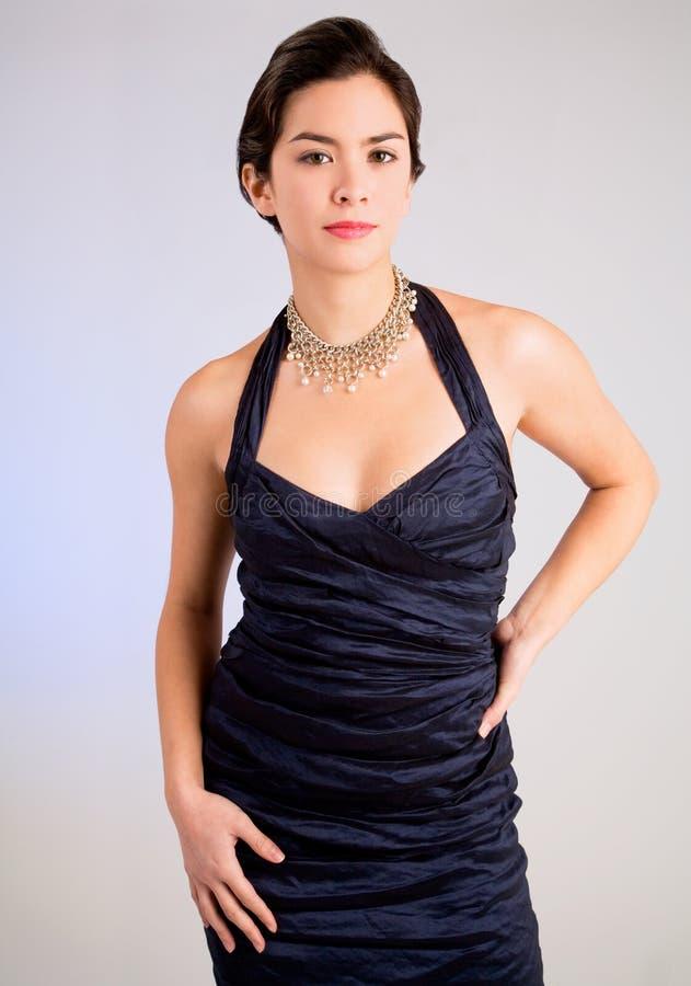 Senhora nova em um vestido de noite fotos de stock