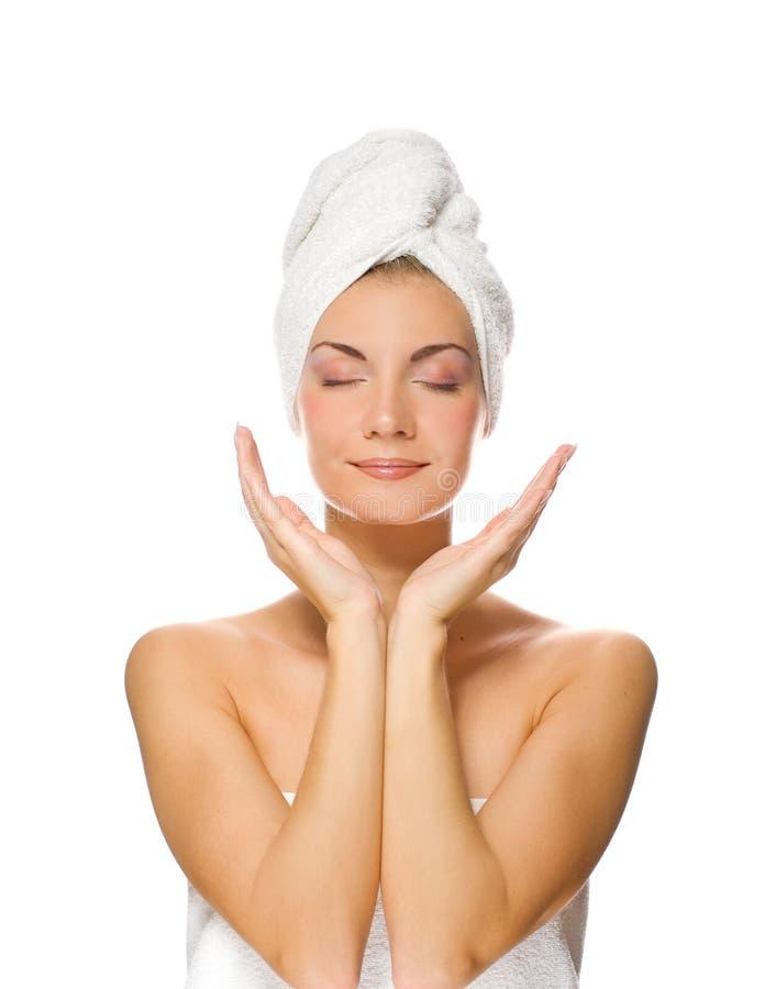 Senhora que aplica o moisturizer fotos de stock royalty free