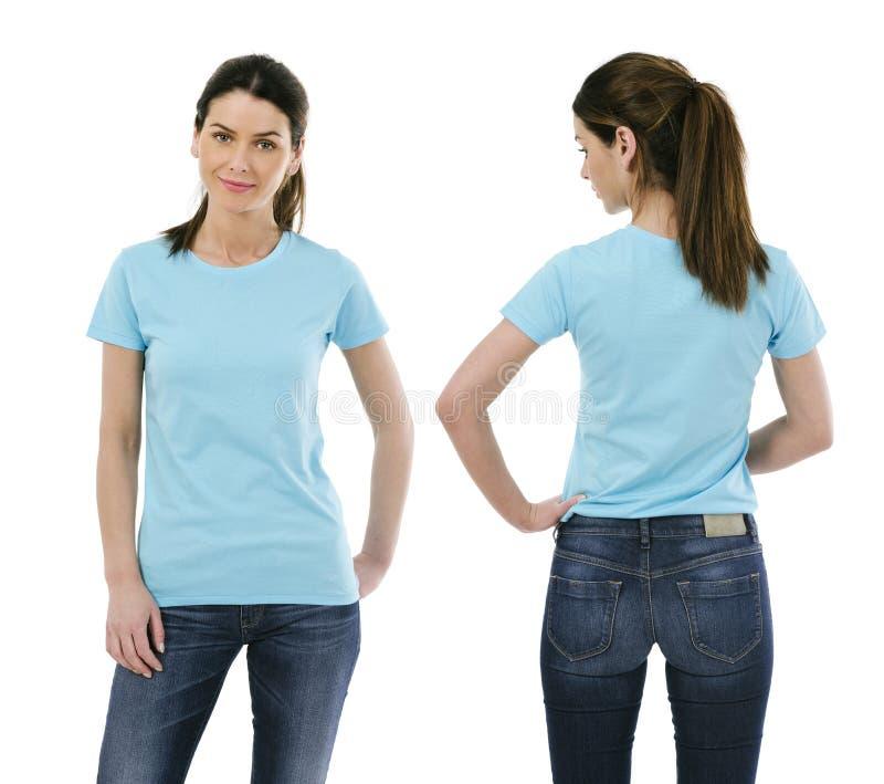 Senhora 'sexy' que levanta com luz vazia - camisa azul imagem de stock royalty free