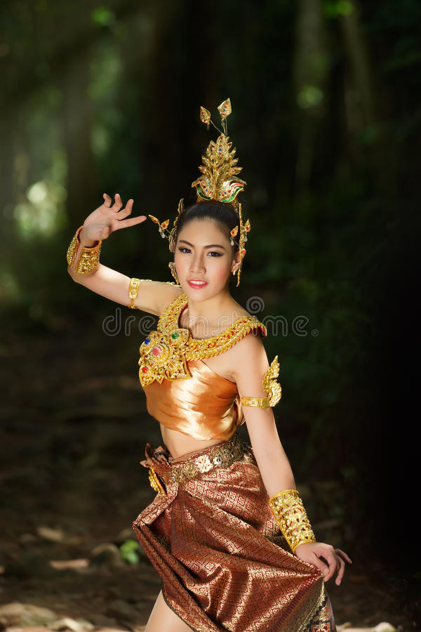 Senhora Tailandesa Bonita No Vestido Tradicional Tailandês Do Drama Foto de Stock