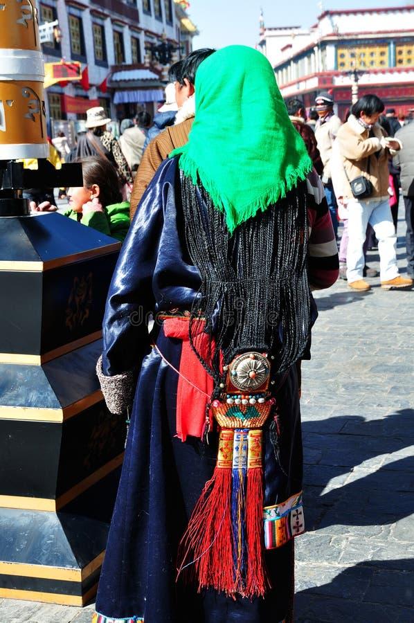 Senhora tibetana com penteado longo imagem de stock