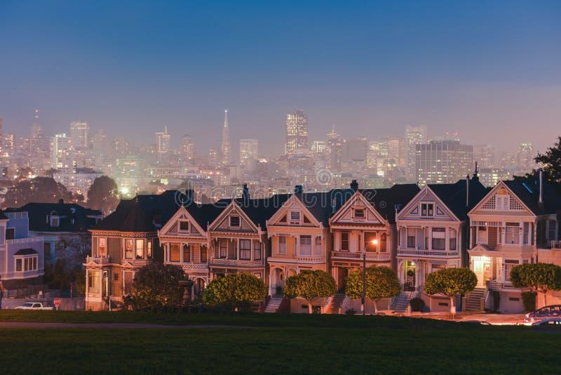Senhoras pintadas de San Francisco na noite fotografia de stock royalty free