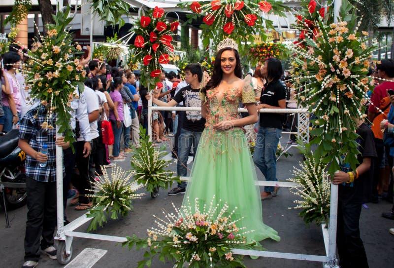 A senhorita Philippines, Binibining Pilipinas junta-se a Santacruzan em Manila fotos de stock royalty free
