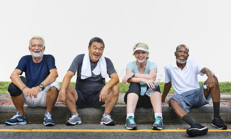 Seniorów przyjaciół Grupowy ćwiczenie Relaksuje pojęcie zdjęcie royalty free