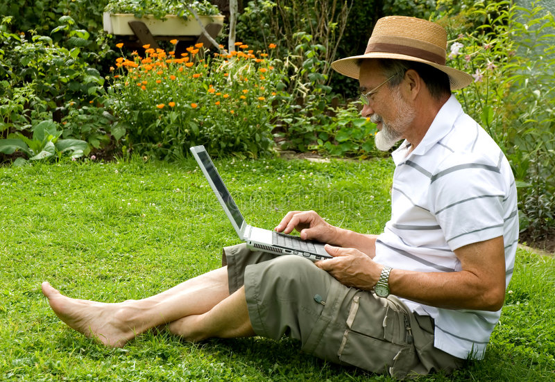 senior laptopa zdjęcie royalty free