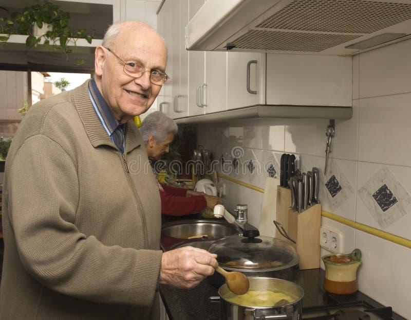 senior parę kuchni fotografia stock