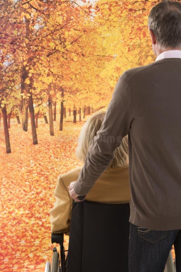 senior parę na zewnątrz obraz stock