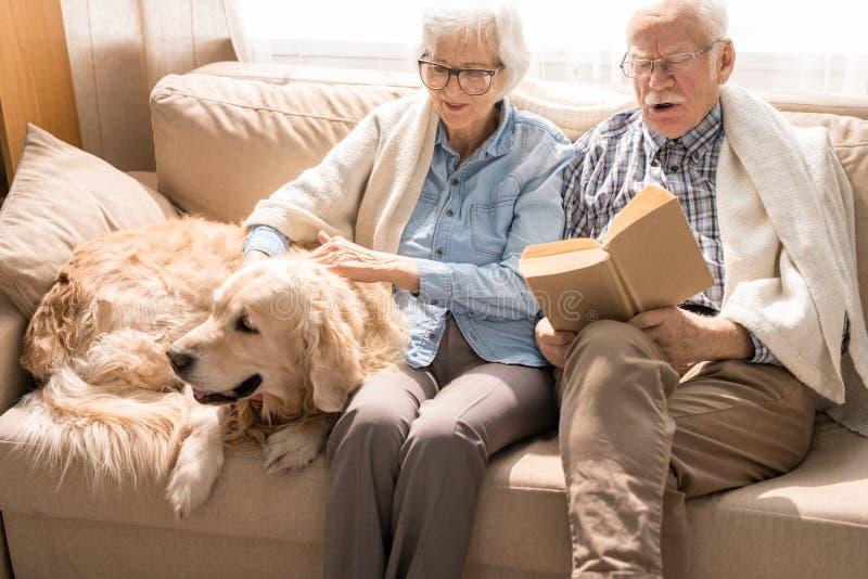 senior para w domu obraz stock