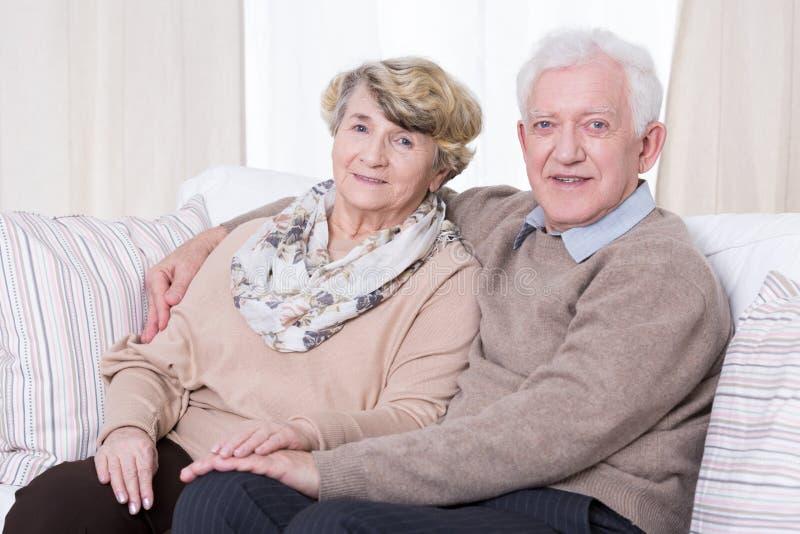 senior para w domu obrazy stock