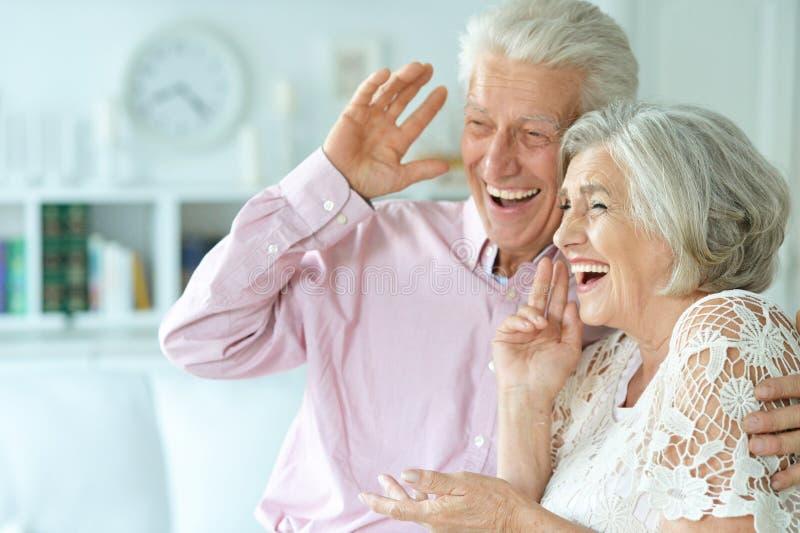 senior para w domu fotografia stock