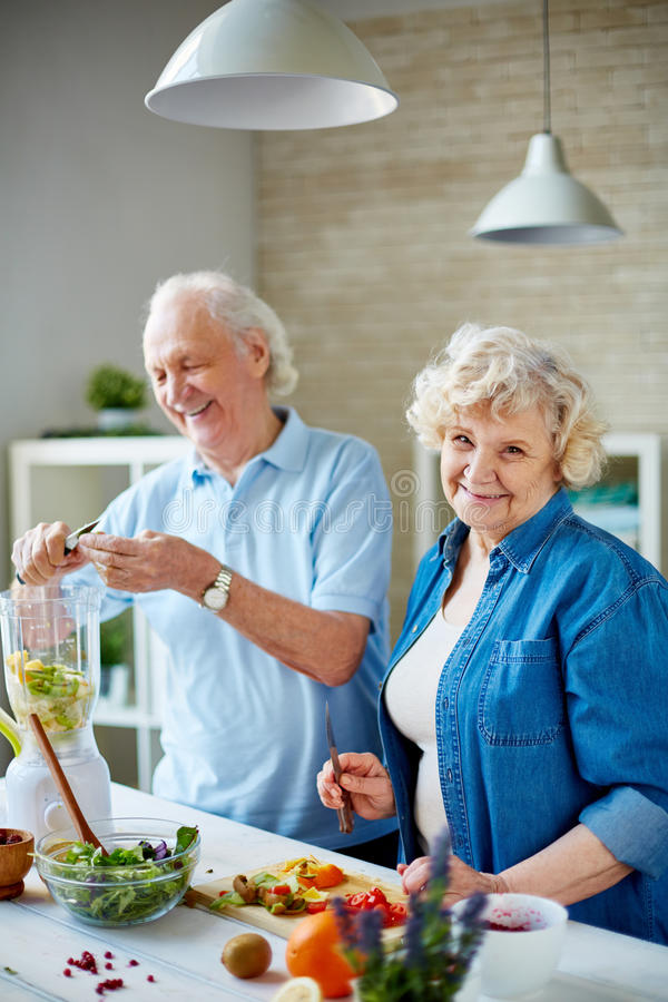 Free Senior Vegetarians In The Kitchen Royalty Free Stock Photography - 60089947
