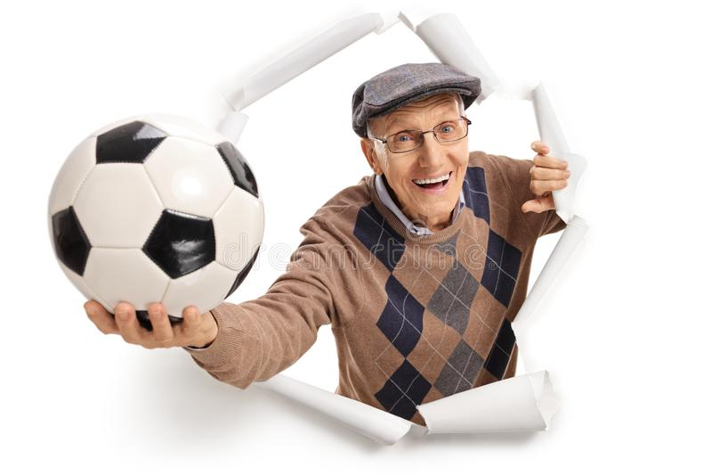 Senior z futbolem obrazy royalty free