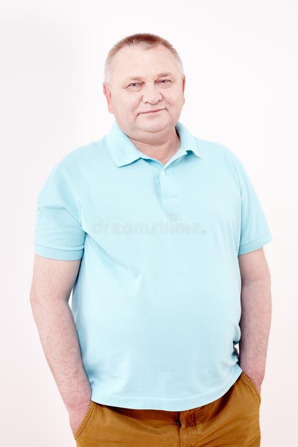 Senior z rękami w kieszeniach zdjęcia stock