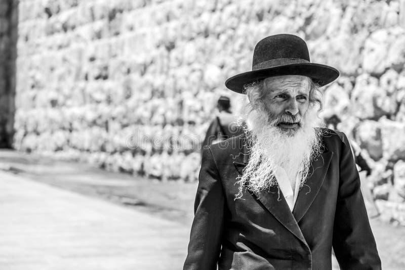 Seniora Haridi mężczyzna z brodą i religijny strój w Jerozolima, obrazy stock