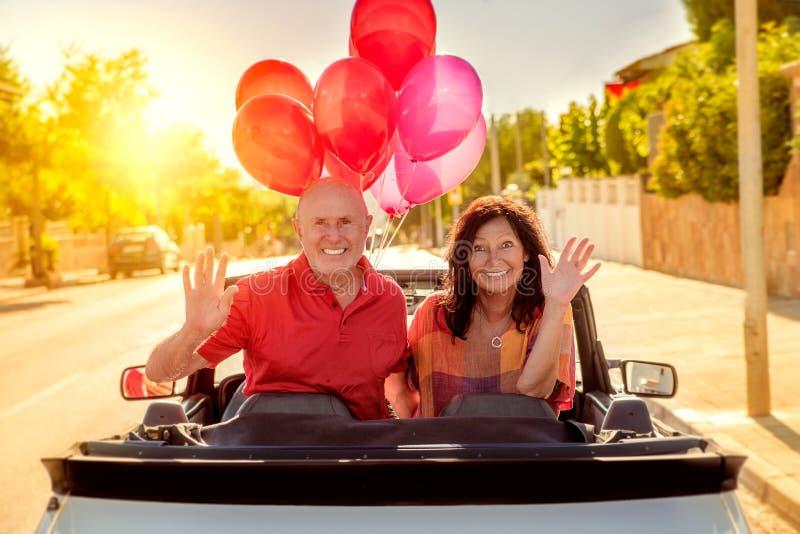 Seniora wakacje z cabrio obrazy royalty free