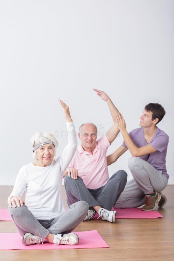 Senioren auf Eignung lizenzfreie stockbilder