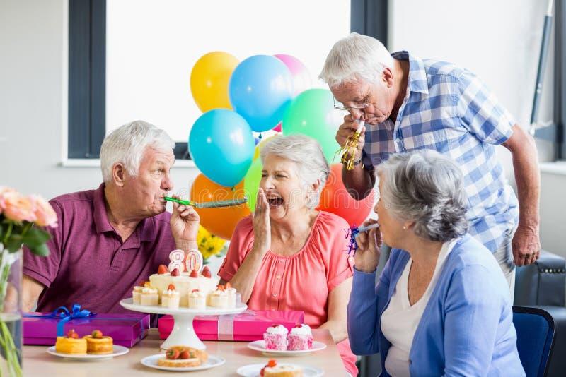 senioren die einen geburtstag feiern stockbild bild von ballone gl cklich 77686627. Black Bedroom Furniture Sets. Home Design Ideas