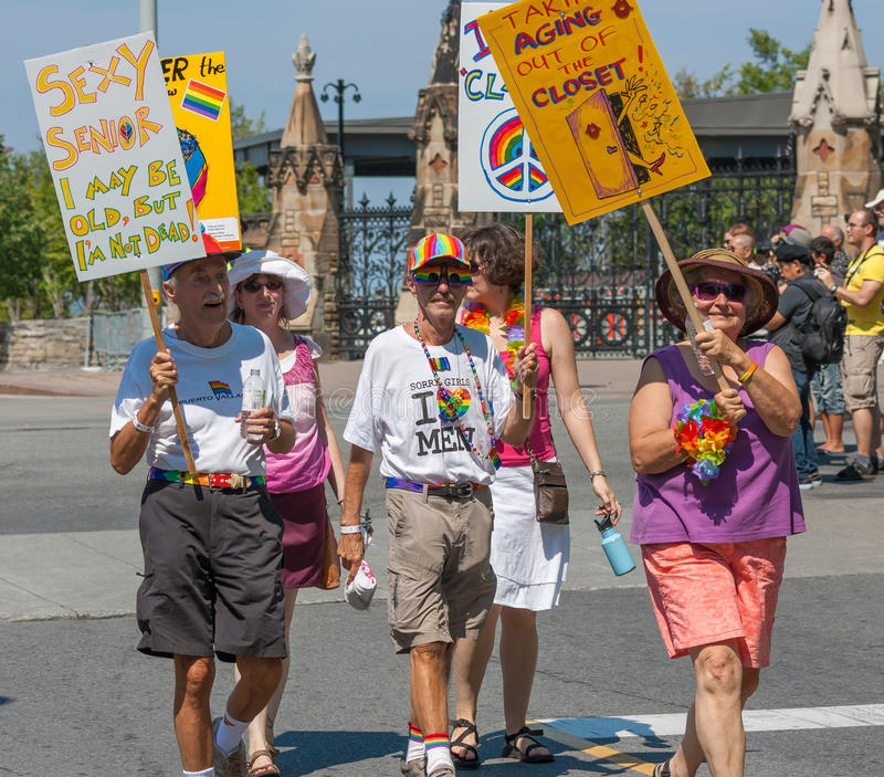 Senioren in Haupt-Pride Parade stockfotografie