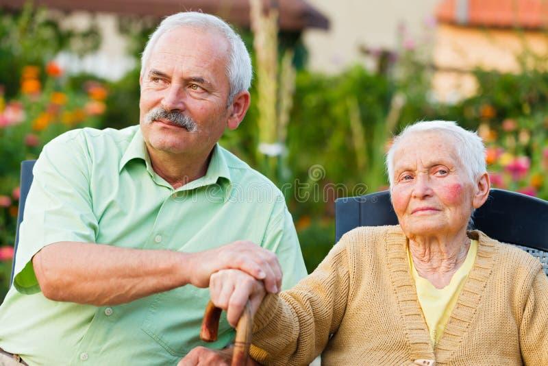 Seniorenbetreuung lizenzfreies stockfoto
