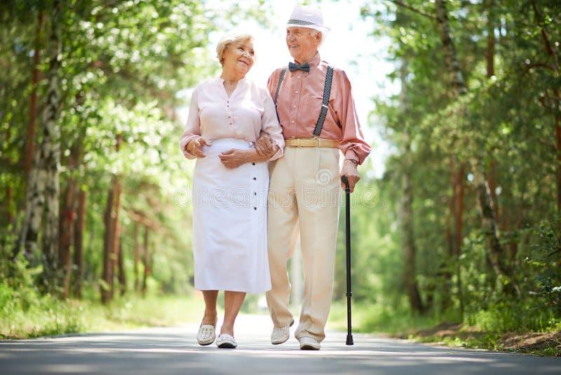 Seniory w parku zdjęcie royalty free