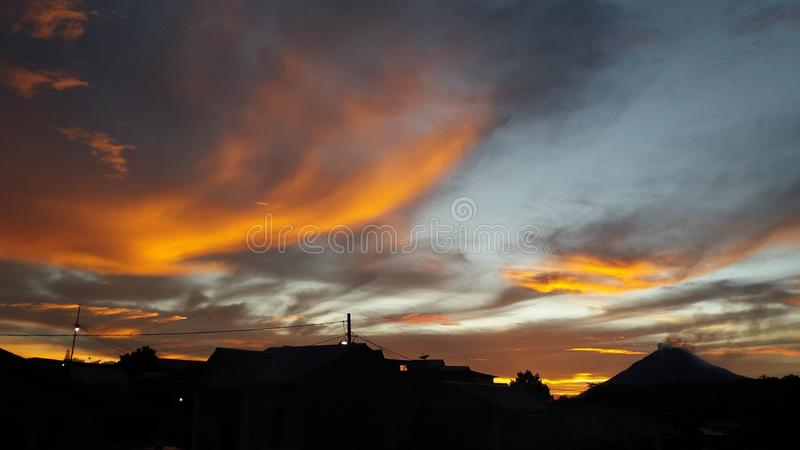 Senja Gunung Sinabung Kabupaten Karo Provinsi Sumatera Utara στοκ φωτογραφίες