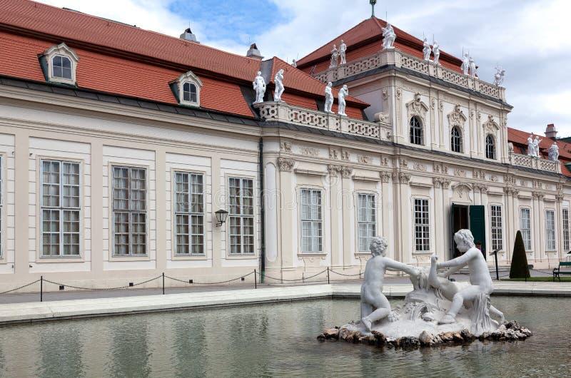 Senken Sie Belvedere, Wien lizenzfreies stockfoto