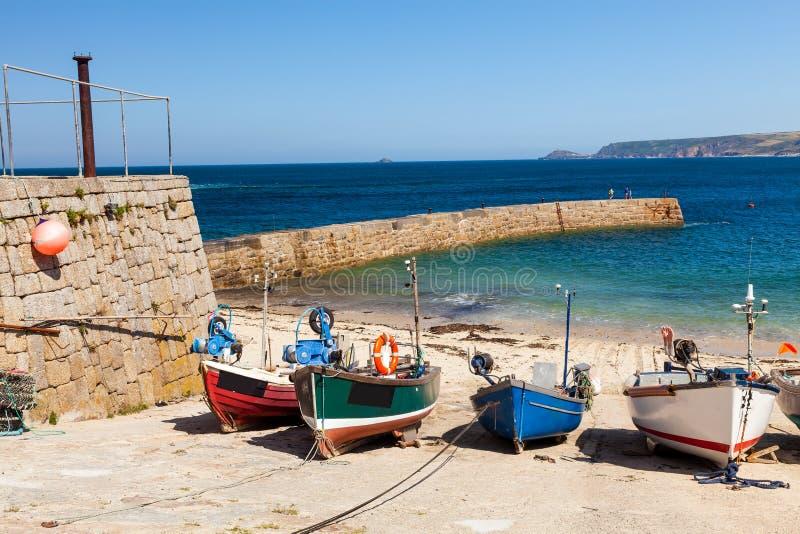Sennen liten vikhamn Cornwall arkivfoton