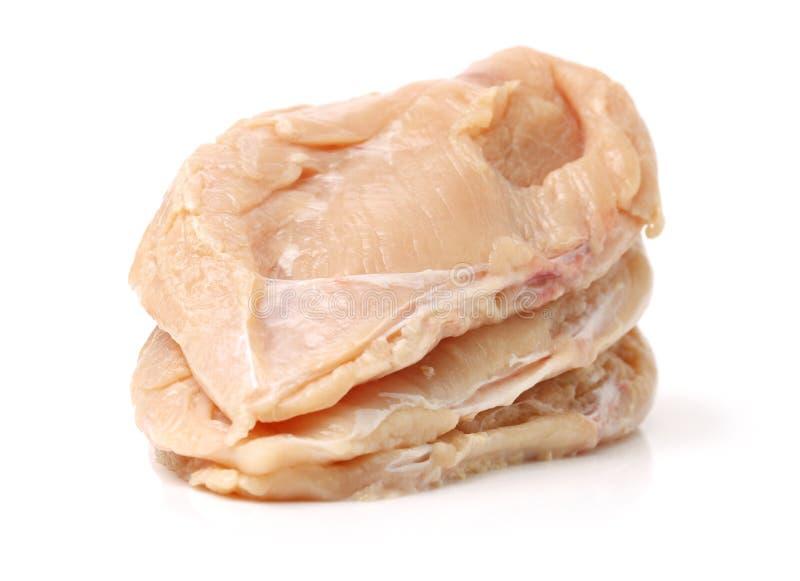 Seno crudo del raccordo del pollo affettato, fotografia stock libera da diritti