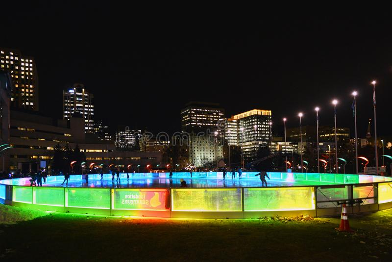 SENS-isbana av drömmar i Ottawa på natten royaltyfri bild