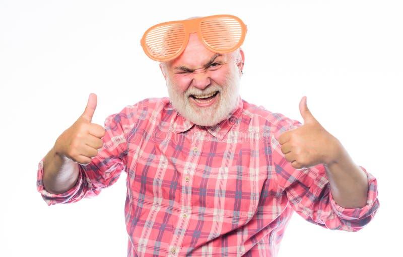 Sensación acertado hombre barbudo maduro aislado en blanco Hombre feliz con la barba Partido de retiro aniversario holiday foto de archivo