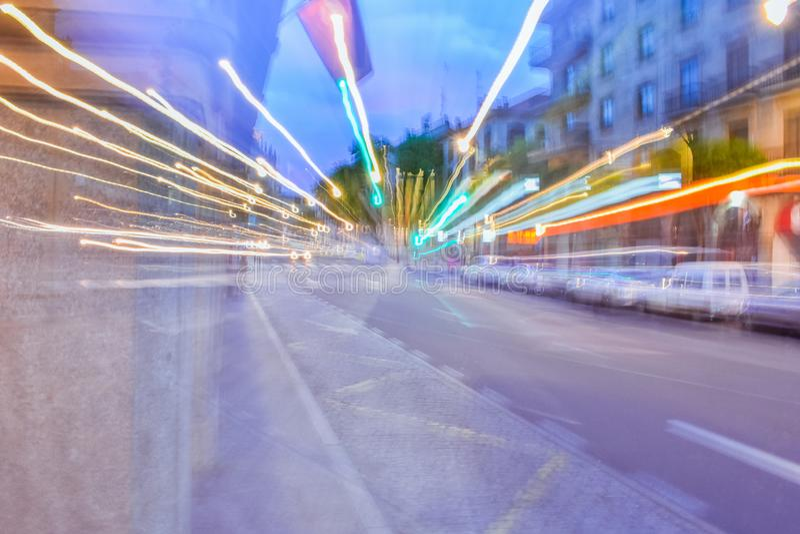 Sensación mareada en la calle después de ir de fiesta imagen de archivo