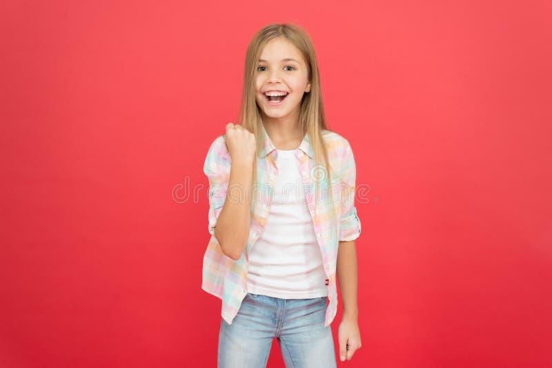 Sensaci?n impresionante Concepto positivo de las emociones El d?a de los ni?os felices Siendo feliz cada d?a Estilo sport de la c imagen de archivo