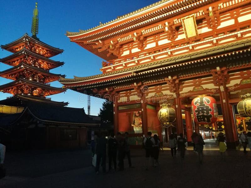 Senso ji寺庙在夜之前 免版税库存图片