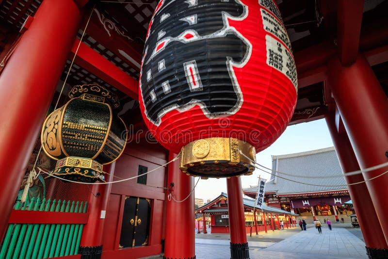 Download Sensoji寺庙在东京,日本 库存图片. 图片 包括有 同伴关系, 历史记录, 访问, 都市风景, 大都会 - 72371593