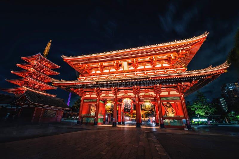 Sensoji старый буддийский висок на ноче в Asakusa, токио стоковое изображение rf