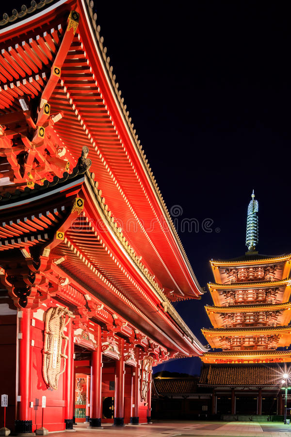Sensoji-ji röd japansk tempel i Asakusa, Tokyo fotografering för bildbyråer
