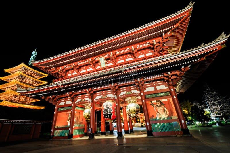 Sensoji-ji röd japansk tempel i Asakusa, Tokyo arkivfoto