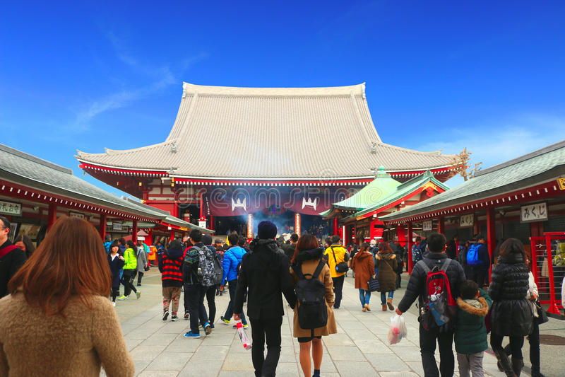 Sensoji Tempel, Asakusa-Japan 19. Februar u. x27; 16: Thailändischer Tourist kam zu Sensoji-Tempel lizenzfreies stockbild