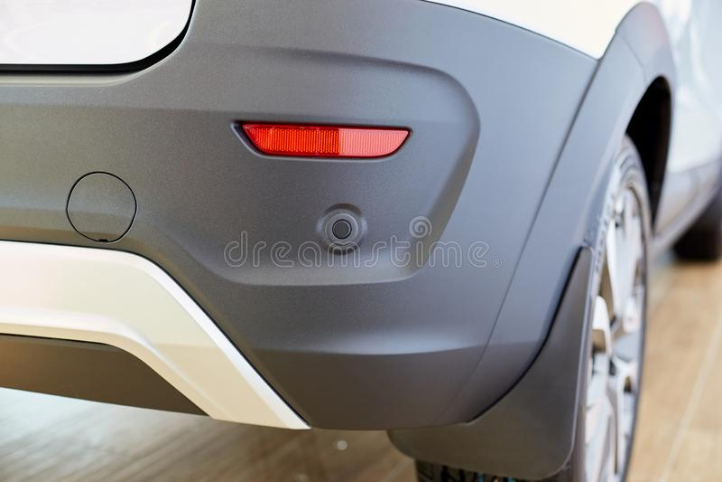 Sensore di parcheggio sull'automobile, paraurti posteriore con il riflettore immagine stock libera da diritti