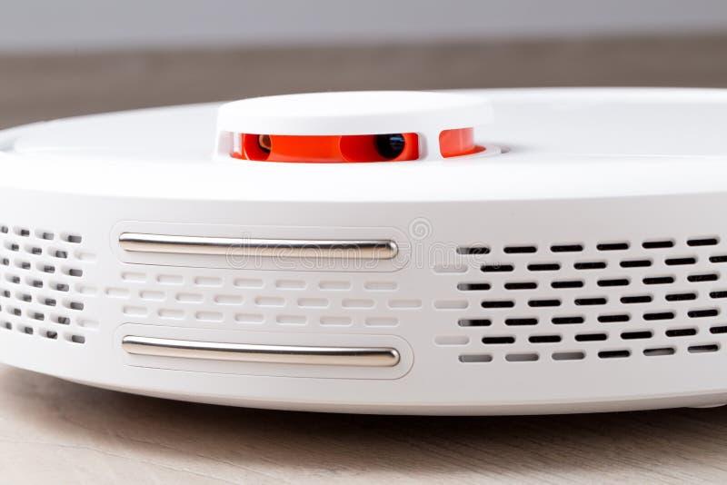 Sensores en aspirador del robot fotografía de archivo